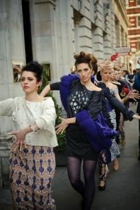 Paula Asudari fashion show